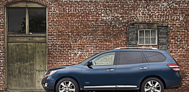 2014 Nissan Pathfinder Hybrid Offers 26 MPG Combined Fuel Econom